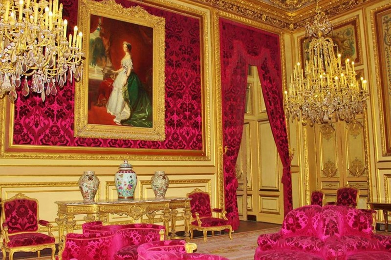 Louis XVI drawing room with brasses and brocatelle