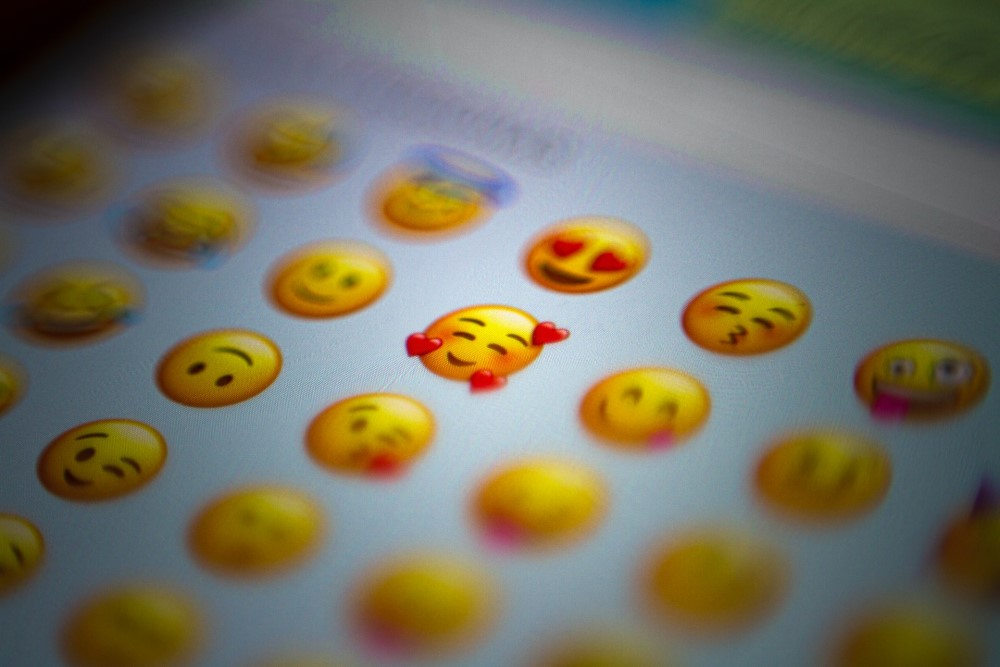 emoji with hearts and smiling blushing face